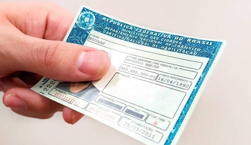Renovação da CNH, recurso de multas e licenciamento voltam aos prazos normais