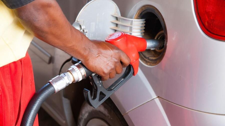 Por que encher o tanque do carro eleva o consumo de combustível