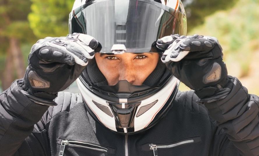 Nova lei de trânsito: o que muda sobre o uso da viseira por motociclistas
